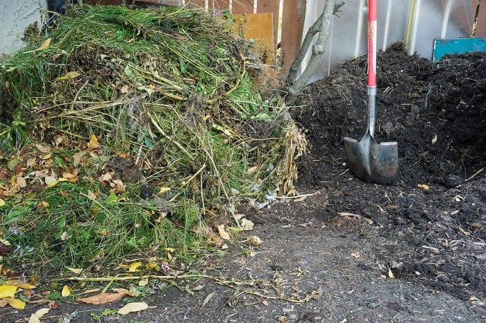 How to Mix Compost Into Soil